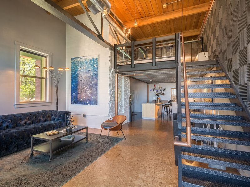 Modern/Industrial Loft located in Downtown Denver, vacation rental in Denver