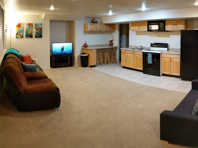 2 King Beds - 2 bedrooms - Basement Apt w/Kitchen, alquiler de vacaciones en Rexburg