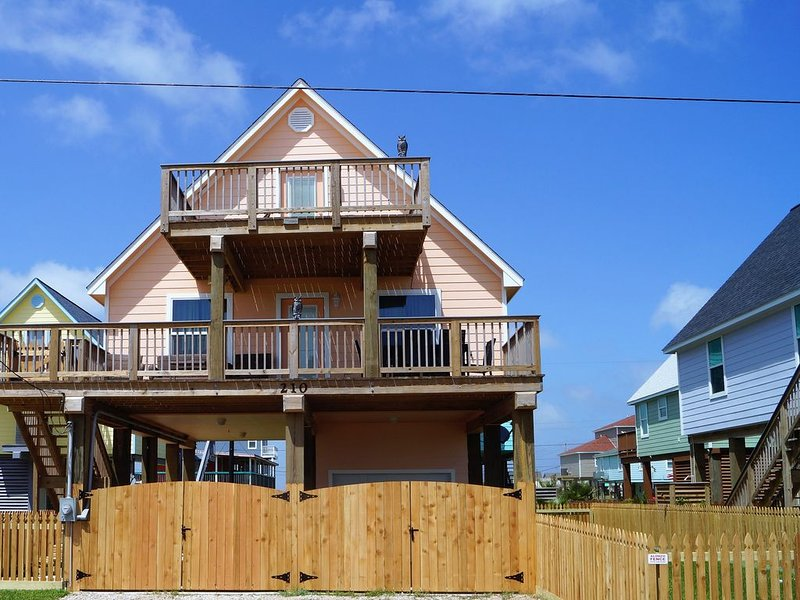 Beautiful Cozy Brand New Beach House, alquiler vacacional en Surfside Beach