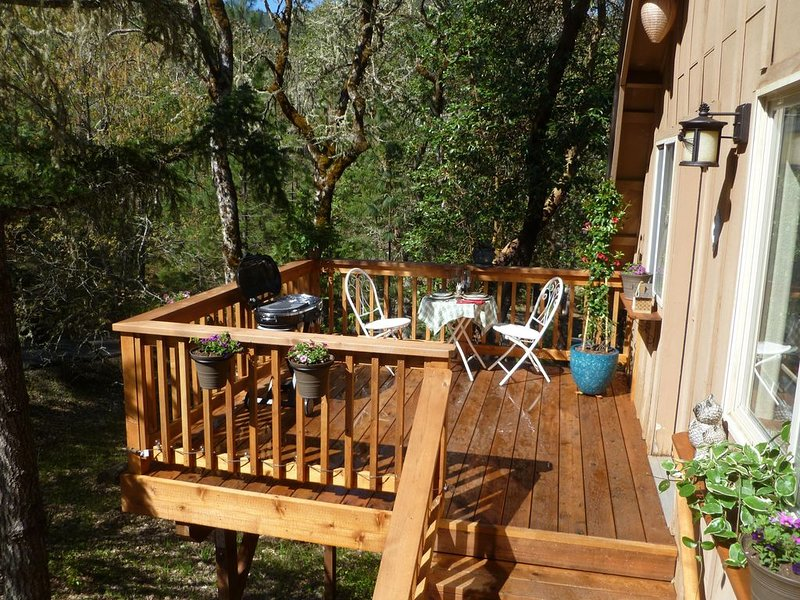 Rosie's Woodland Paradise! Come relax and rejuvenate!, aluguéis de temporada em Rogue River