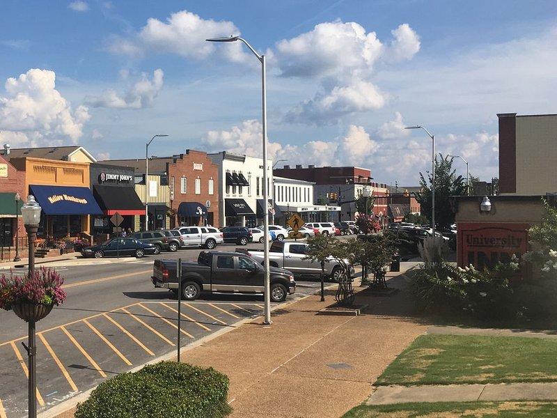 Classic Loft in Downtown Auburn, Alabama! LOCATION!, aluguéis de temporada em Tuskegee