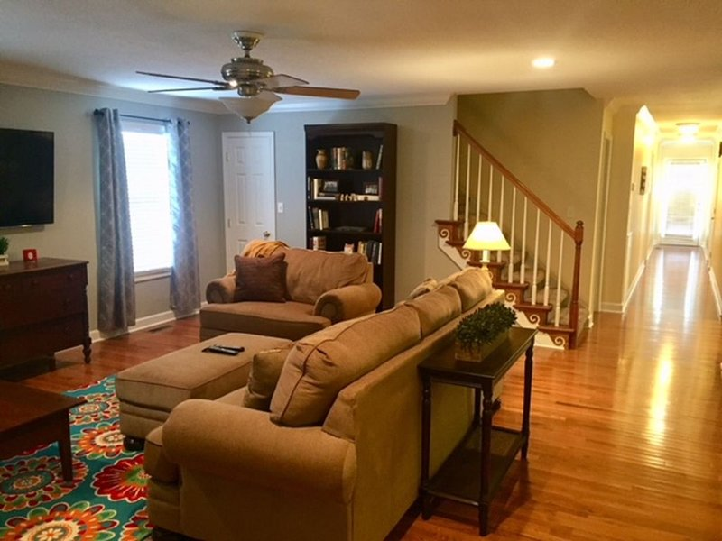 The best of Paducah  for family and friends! An upscale condo with lots of room!, alquiler de vacaciones en Paducah