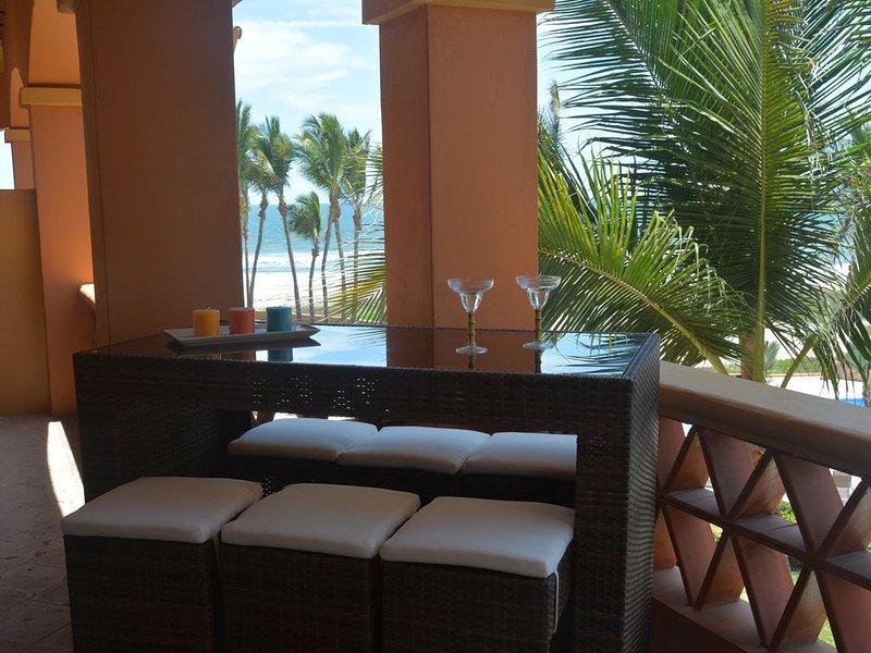 Luxury Beach Front & Golf Resort Condo, 2 Bedroom 2/12 Ba. Top Floor End Unit., alquiler de vacaciones en Mazatlán