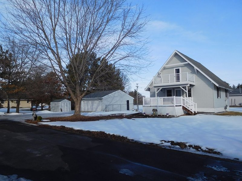 Quiet & Cozy Home Away From Home in Black River Falls, vacation rental in Black River Falls