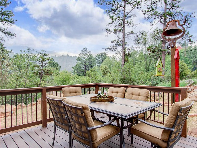 Rockhaven Retreat with HOT TUB, vacation rental in Green Mountain Falls