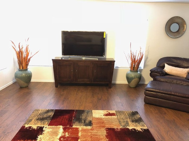 Beautiful 3Bedroom 2Bath 1 level Vacation home! Snow Birds,Canadian are welcome!, holiday rental in Maricopa