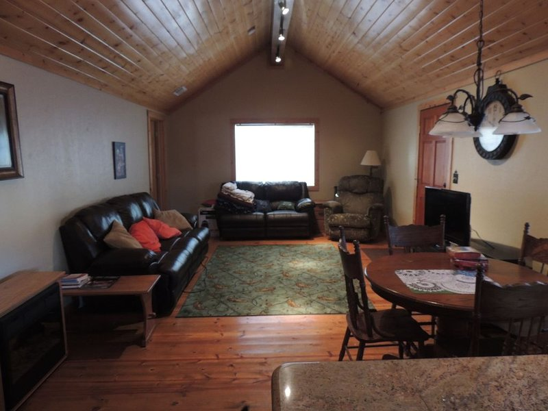 Cozy Cabin As Your Home Away from Home, holiday rental in Plumas County