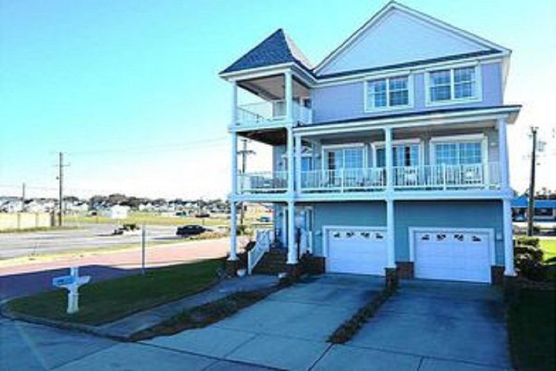 Immaculate ocean front 3 story beauty, vacation rental in Norfolk