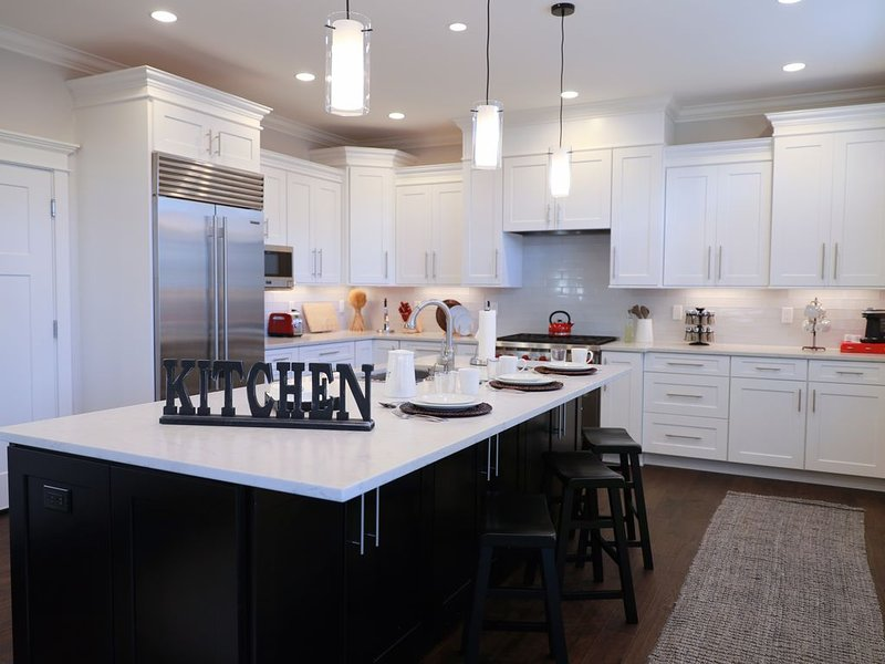 4BR Mercer Island Luxury Home w/ Chef's Kitchen, location de vacances à Newcastle