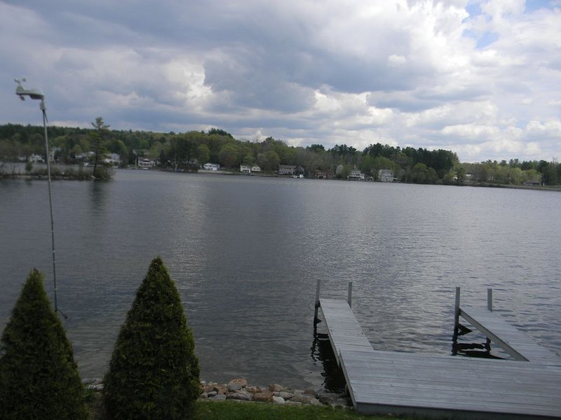 Cozy Lakefront,  Mother-in-law type Apartment Available., vacation rental in Northfield