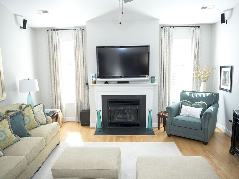 'The Pearl' Elegant Forest Home w/ Outdoor Living Space Close to Liberty Univ, alquiler de vacaciones en Madison Heights