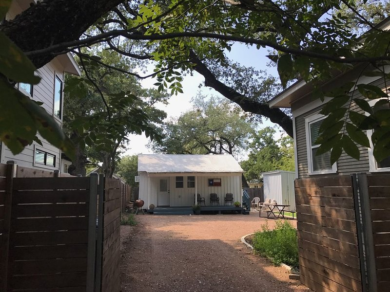 Walking distance to Zilker Park, ACL, and so much more!, alquiler de vacaciones en Austin