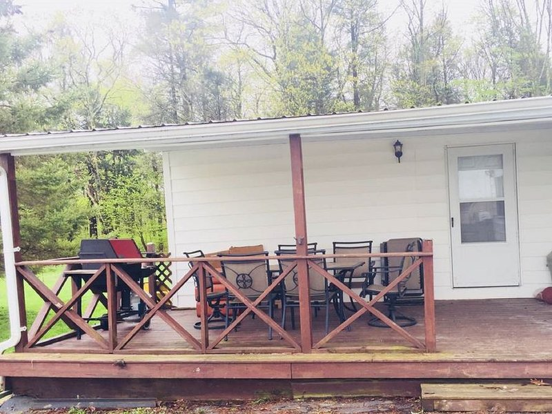 Bethel Woods Getaway/ Hunting Cabin, vakantiewoning in White Lake