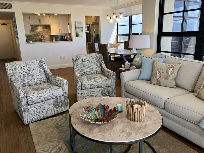 NEW BEAUTIFULLY REMODELED SEA VIEW END UNIT, vacation rental in Marco Island