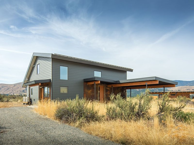 Artemisia: New Zero-Energy View Home—Walk To Town, holiday rental in Mazama