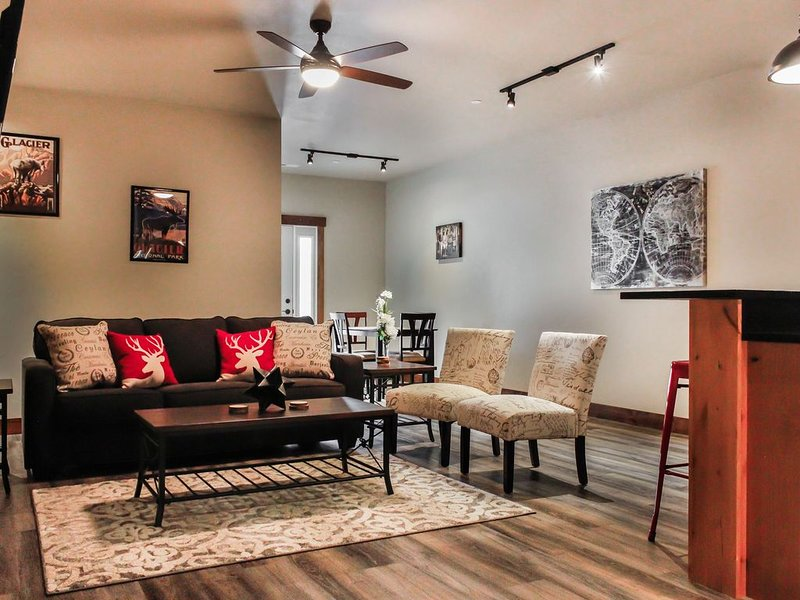 Modern Meets Montana in this Brand New Condo, 20 mins from Glacier National Park, holiday rental in Columbia Falls