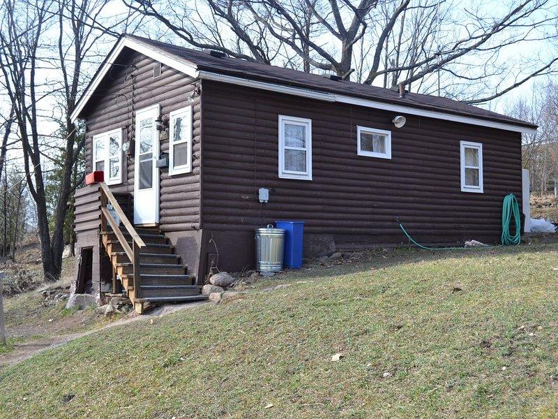Private Urban Cabin Getaway, alquiler de vacaciones en Marquette