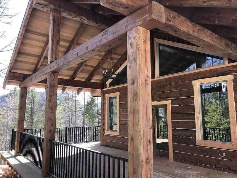 Enjoy the Quiet of MT*Spoon Lake Cabin Brand New Custom Home Every Amenity, alquiler de vacaciones en Columbia Falls