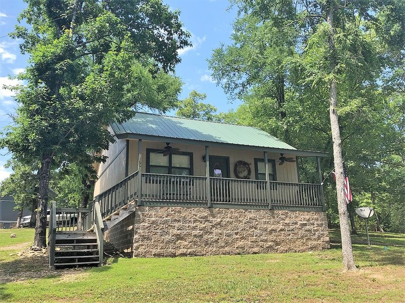 Lake Cabin with swim beach, vacation rental in Hot Springs
