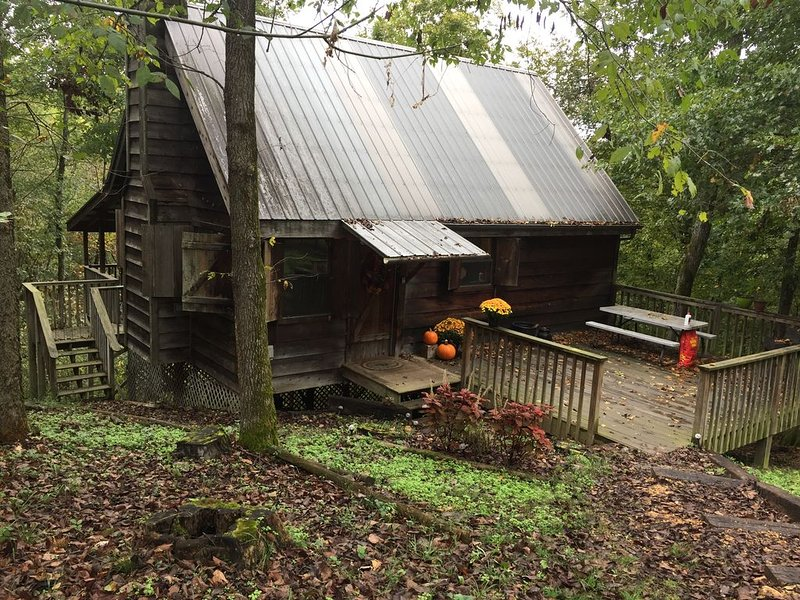 Secluded cabin on the Kings river at Marshall Ford. Private and beautiful river, vacation rental in Huntsville