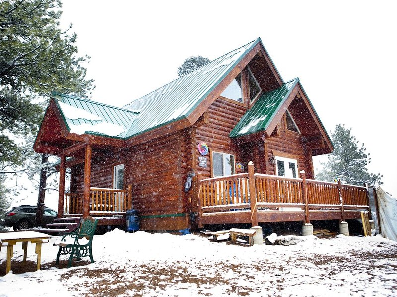 Charming log cabin in the mountains., holiday rental in Lake George
