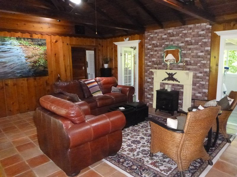 Charismatic cabin within walking distance of Mother's Beach, Russian River, vakantiewoning in Forestville
