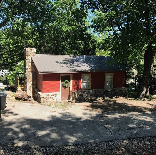 2018 Completely Renovated Lake Front Cabin, holiday rental in Eucha