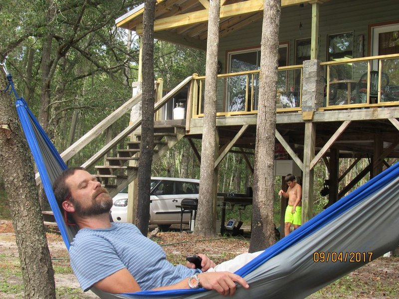 Cabin on the Canoochee River in Claxton, GA, holiday rental in Claxton