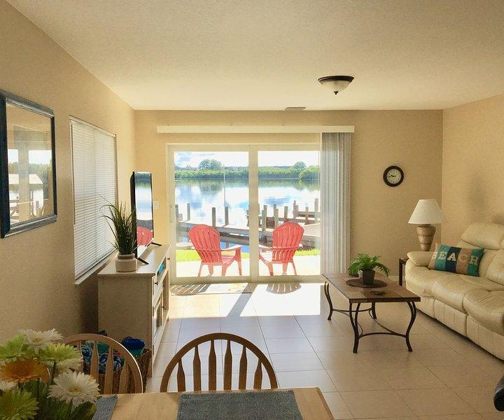 Beautiful Ground Fl Bayfront Condo right on Lemon Bay with Breathtaking Sunrises, alquiler vacacional en Manasota Key
