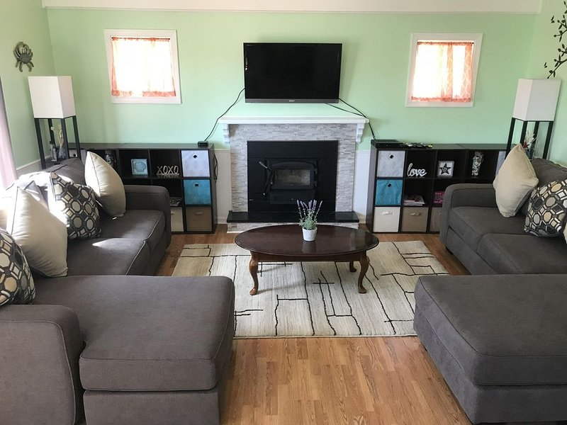 Warm and modern vacation home, great for single or multi family, location de vacances à Cape May Court House