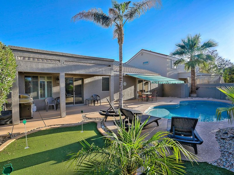 West Valley Delight! 4 Bedroom, Avondale area w/Pool, Putting Green, Near 1-10, holiday rental in Tolleson