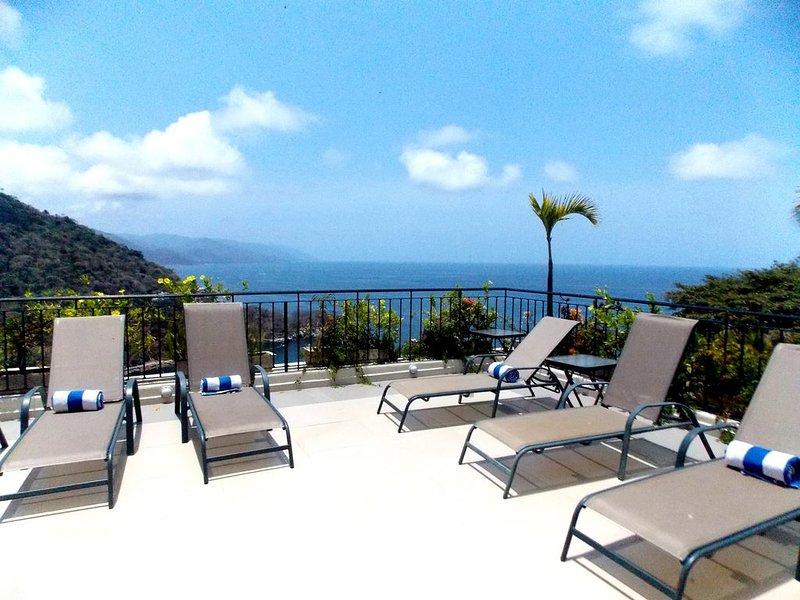 VILLAS ALTAS MISMALOYA PH A3 DREAM VIEWS TO MISMALOYA BEACH AND BAY, holiday rental in Cabo Corrientes