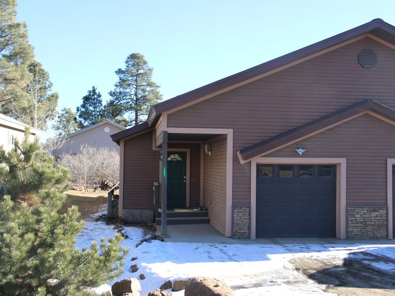 Cozy Townhouse  in Uptown Pagosa Near Golf Course, alquiler de vacaciones en Pagosa Springs