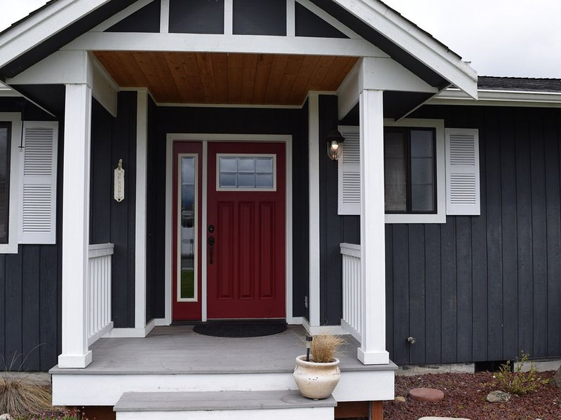 Come visit the Honeycomb Cottage!, vacation rental in Sequim