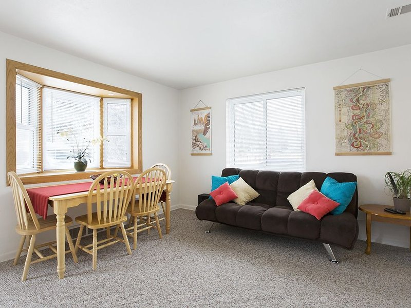 Clean, tidy, fully furnished, quiet neighborhood -30 day minimum-, holiday rental in Wheat Ridge