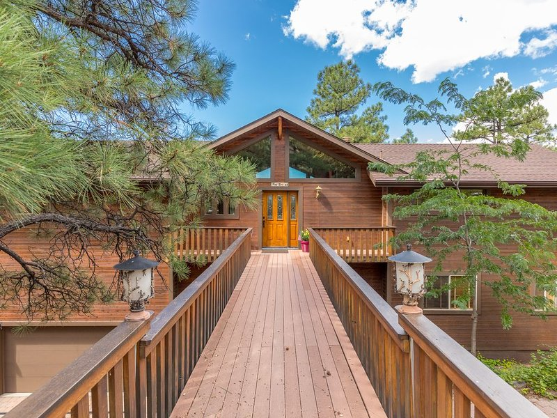 Big cabin in Munds Park close to Sedona, Flagstaff, NAU, Grand Canyon, Skiing, holiday rental in Munds Park