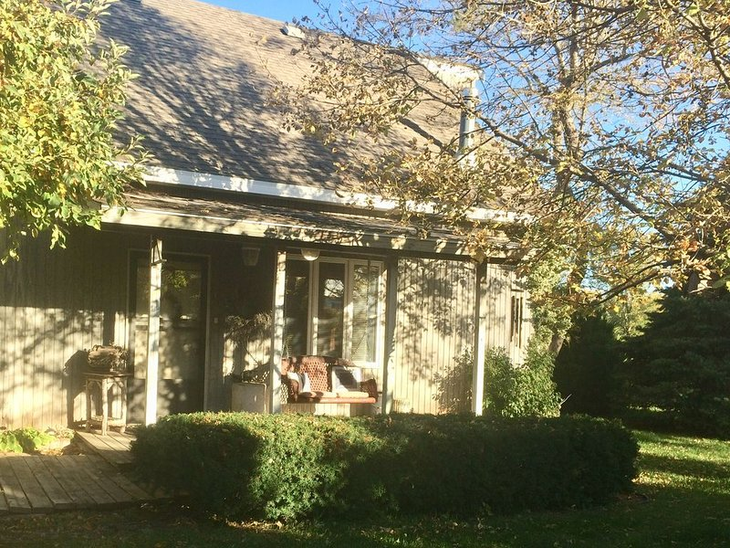 Large Vacation Home at Harlan County Lake- Great for large family gatherings!, vacation rental in Alma