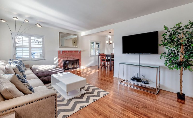 Charming 3 Bedroom  Private Home in Lovely Redondo Beach.  Pets Considered, holiday rental in Gardena