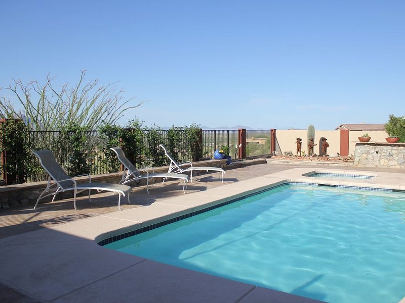 Stunning Mountain views - near Saddlebrooke - private pool and hot tub, location de vacances à Catalina