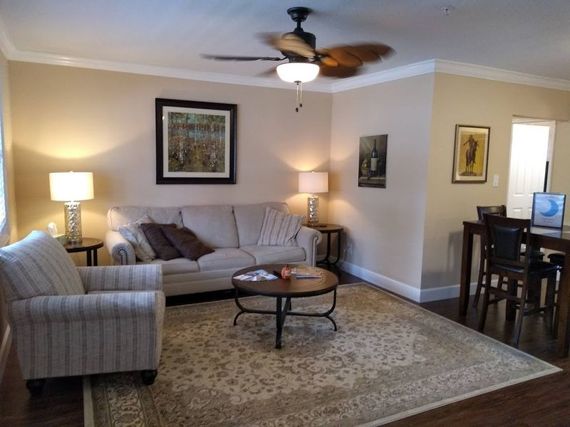Blue Moon Vacation Rentals Downtown Clayton, holiday rental in Clayton