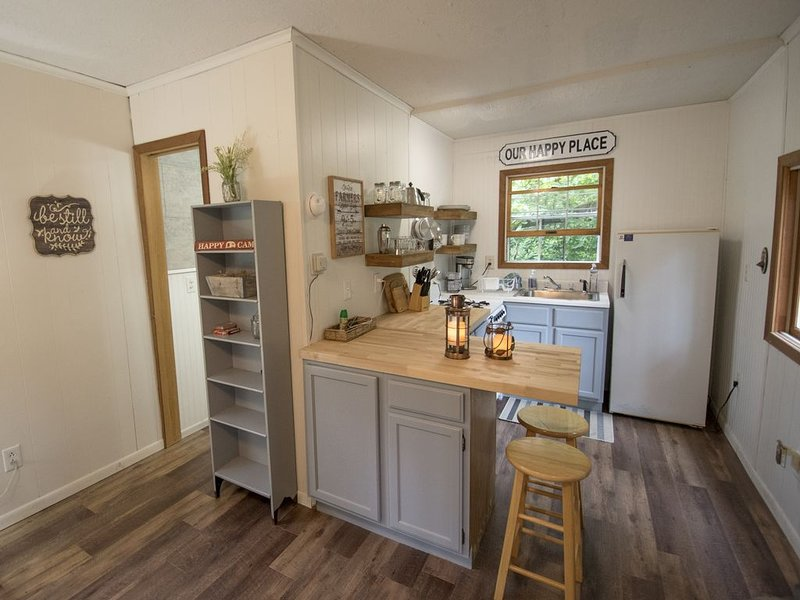 The 'Tiny' Bay House - Romantic Hideaway, vacation rental in Williams Bay