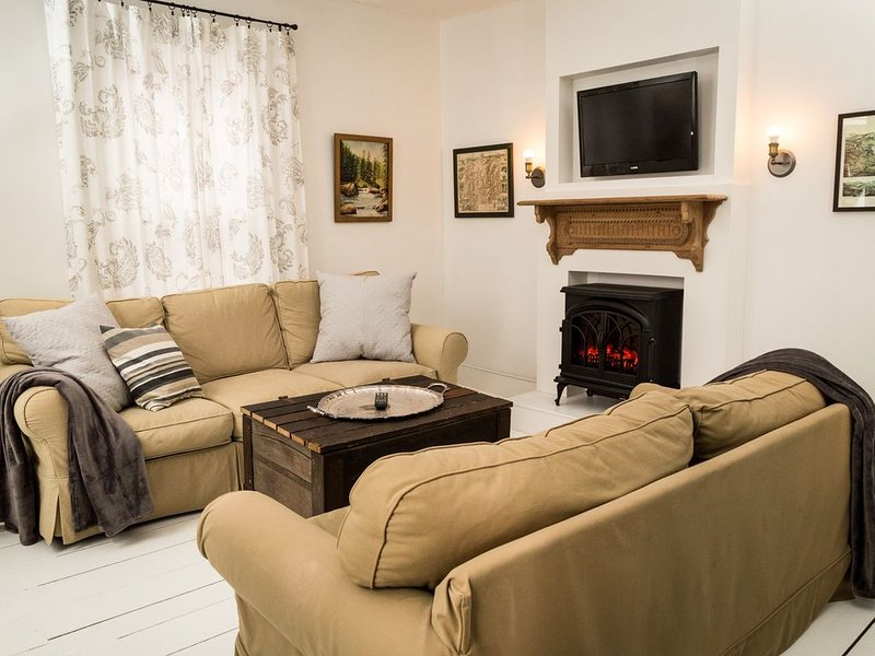 Chic` New England Apartment, holiday rental in Jefferson