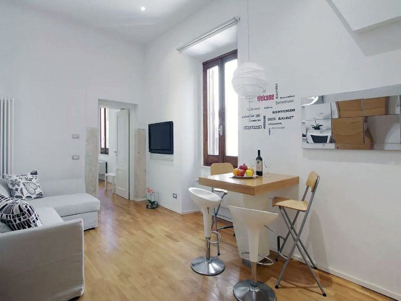 PIAZZA NAVONA SECRET APARTMENT IN THE HISTORICAL CENTER, holiday rental in Vatican City