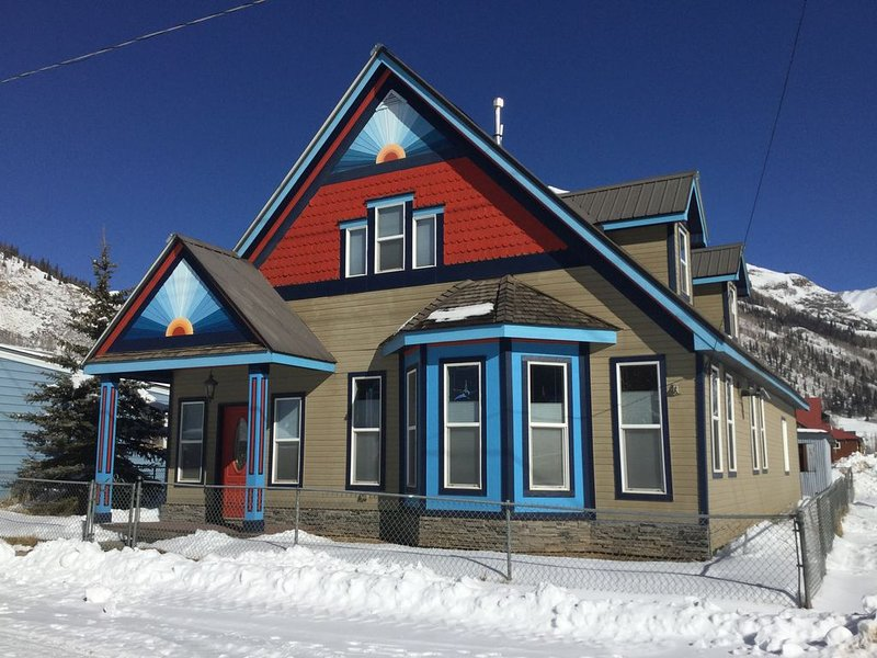 Cozy Mountain View home just blocks from center of town., vacation rental in Silverton