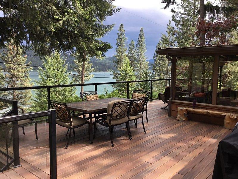 Lake Coeur D' Alene Lake Cabin Summer Fun ~ Sleeps 8, holiday rental in Worley