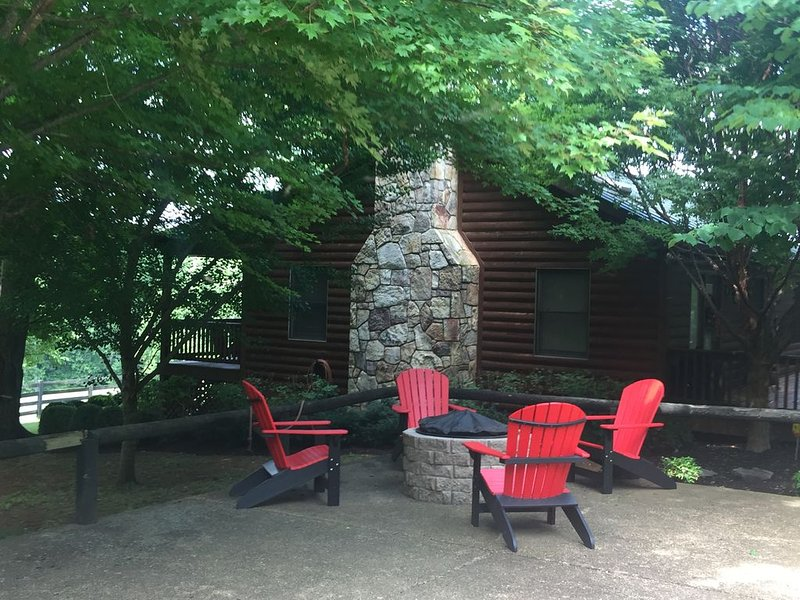 Amazing  Secluded Mountain Cabin * Shenandoah Nat. Park, hiking trails & fishing, holiday rental in Stanardsville