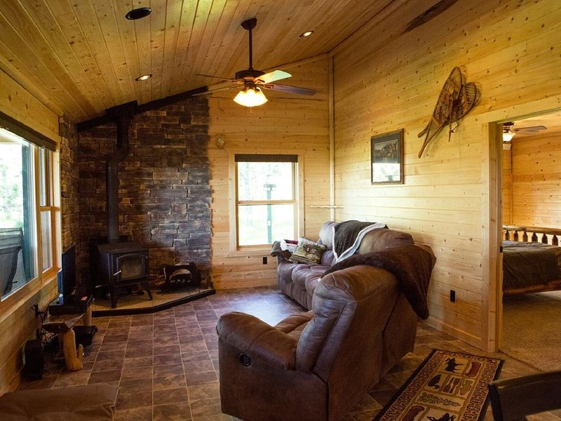 Cabin in the woods for a weekend getaway, holiday rental in Lewistown