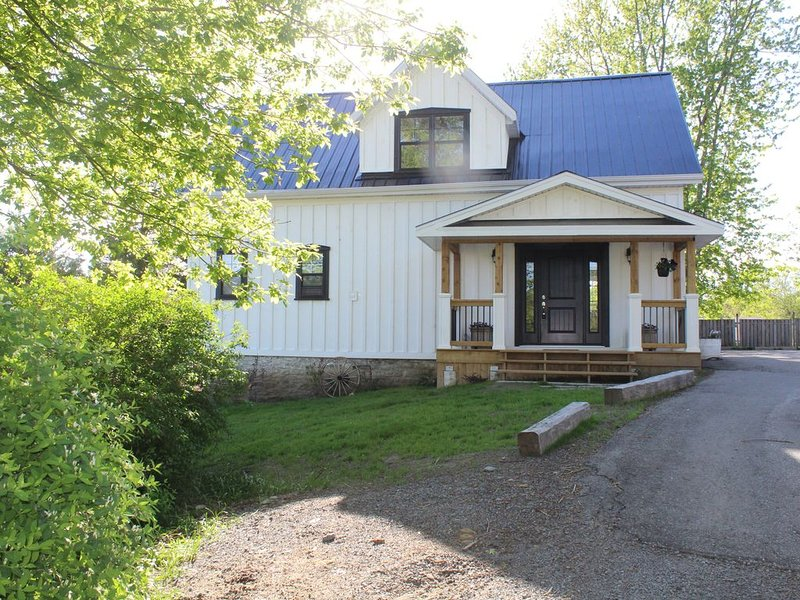 Lake Street Carriage House, holiday rental in Waupoos