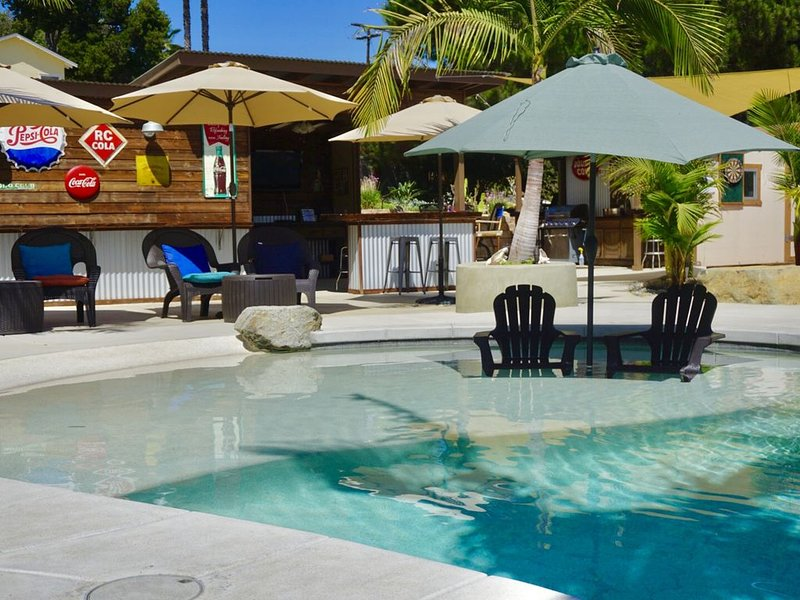 Sunshine and privacy in a resort style setting with pool/jacuzzi and outdoor bar, Ferienwohnung in Fallbrook