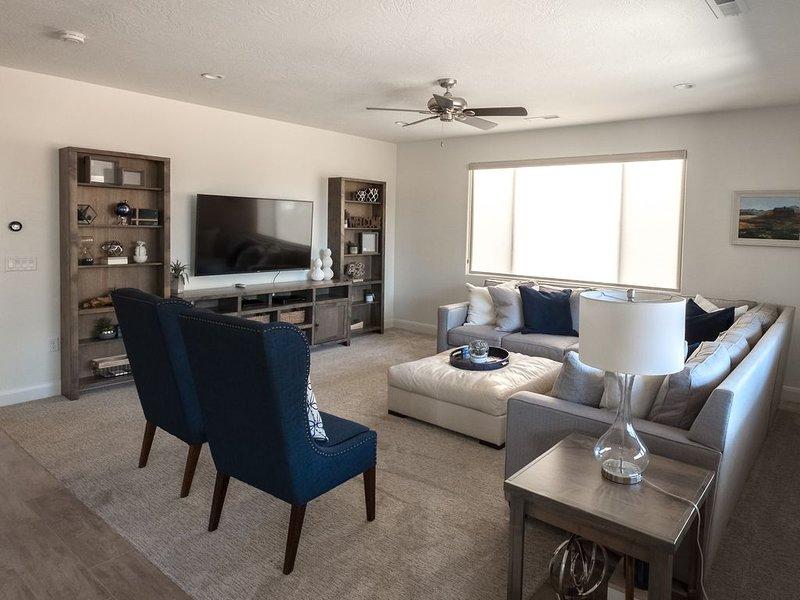 *Come enjoy the SUN in a comfy 6 BR-8 BA vacation rental in Paradise Village., casa vacanza a Santa Clara
